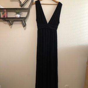 Dresses & Skirts - Black low cut maxi dress